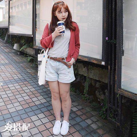 针织衫+内搭+短裙/短裤